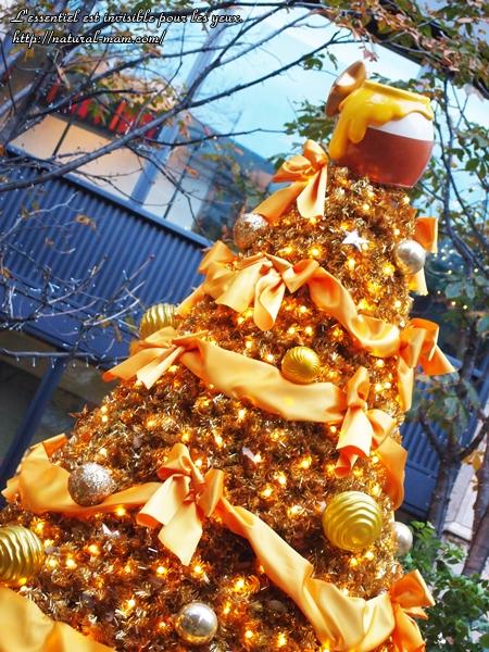 丸の内ブリックスクエアくまのプーさんツリー上のハチ蜜ポット