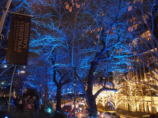 東京ミッドタウンイルミネーション街路樹道路側青いイルミネーション