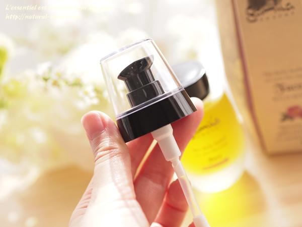 ガミラシークレットフェイスオイルワイルドローズ小瓶にセットするポンプ