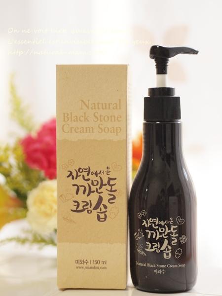 韓国コスメ、美と秀の黒い石のクリームソープ