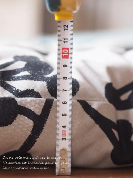 洛中高岡屋せんべい座布団の厚みは約10センチ