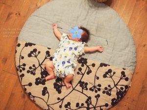 せんべい座布団と新生児の赤ちゃん