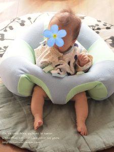 hugaboo(ハガブー)に座る生後五か月の赤ちゃん